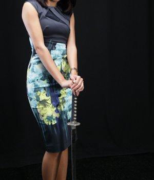 NEU Figurbetontes Kleid mit Irismuster von Karen Millen