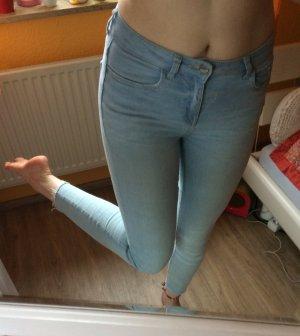 NEU! Hellblaue Skinny Jeans Ankle Cut