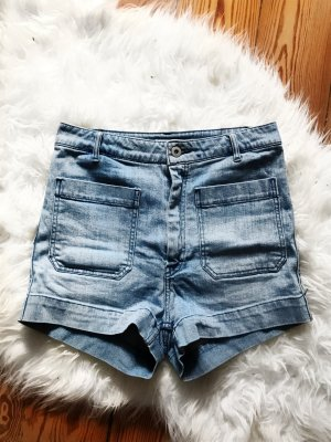 Neu! High Waist Shorts von H&M