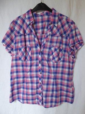 NEU: Karierte Kurzarm-Bluse mit schönem V-Ausschnitt
