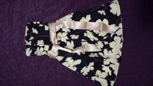 NEU Kleid mit floralem Muster und Satinschleife