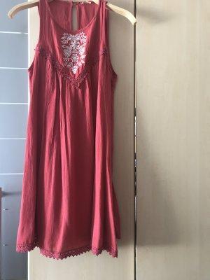NEU Kleid  von Hollister , S, rot mit Stickereien