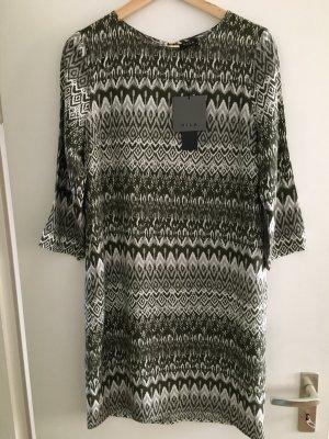 NEU! Kleid von Vila in Größe M.
