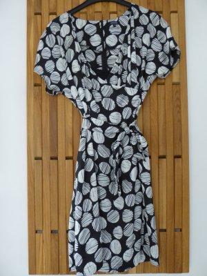NEU: Kurzärmeliges Sommerkleid, gepunktet, von More and More