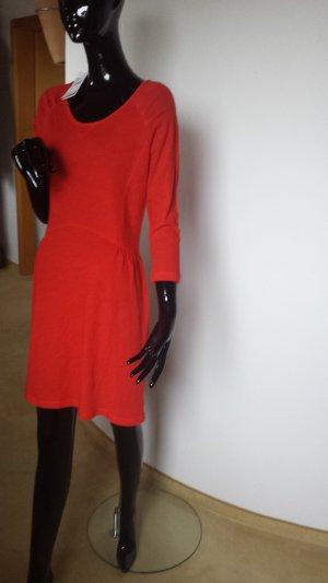 NEU, Leichtes, dünnes Wollkleid in einem warmen rot Gr. L