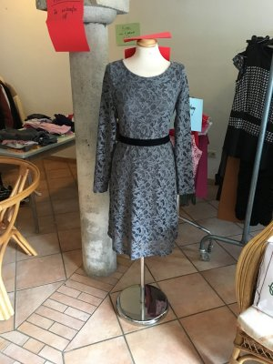 Neu mit Etikett aus Geschäftsaufgabe: Kleid Cream