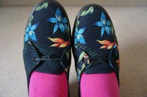 NEU mit Etikett! Leinenschuhe mit Havaiianischen Blumenmuster. Frühling/Sommer