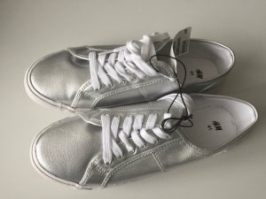 Neu mit Etikett: Stoff Sneakers silber; Turnschuhe
