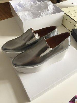 NEU MIT KARTON Plateau Loafer aus Leder Silber