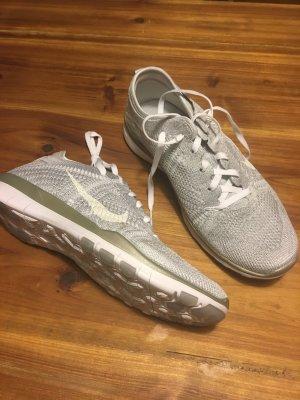 NEU! Nike Free Tr Flyknit