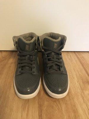 NEU!!! Nike Sneaker High