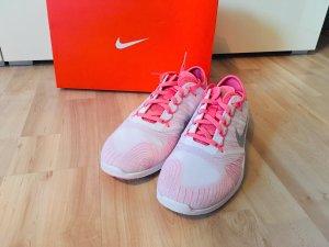 *neu*Nike Turnschuhe Größe 42