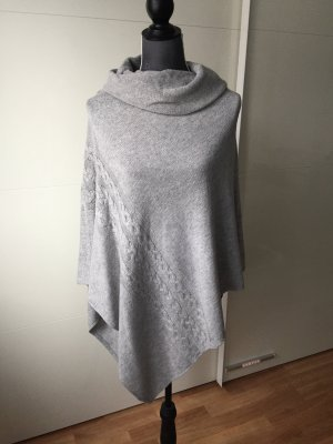 Reserved Knitted Poncho light grey