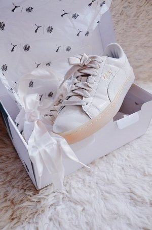 Neu! Puma x Careau Basket Lackleder Classic Sneaker in whisper white/ beige