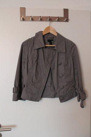 NEU:Schöner kurzer Baumwoll-Blazer m. vielen Details H&M 34/36 toll kombinierbar
