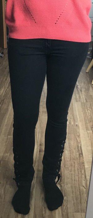 Neu, schwarze Jeans mit Schnürung, Röhrenjeans, H&M, Gr. 36