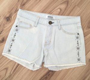 NEU Shine Denim Shorts Fransen Jeans Festival Hotpants Nieten W24 XS 32 34 Hellblau kurze Hose