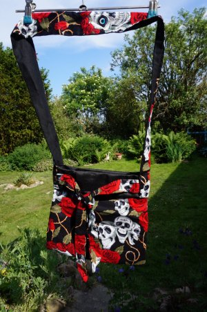 # Neu! Skull &Roses Tasche