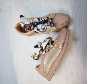 NEU Sneaker mit Band zum binden im metallic Look
