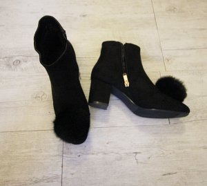 NEU Stiefeletten Boots mit Pom Pom Fell Bommel High Heels Top