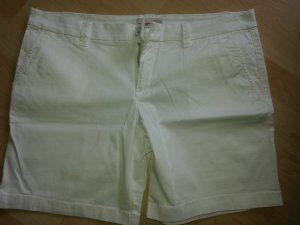 NEU!!! super schöne Esprit Shorts in weiß