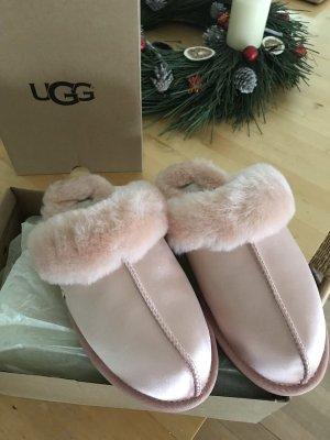 UGG Pantoufles or rose