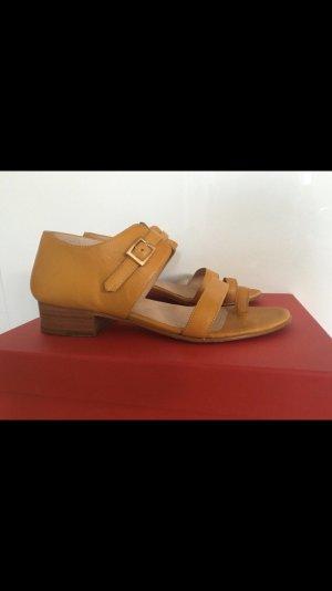 Sandales à lanière jaune