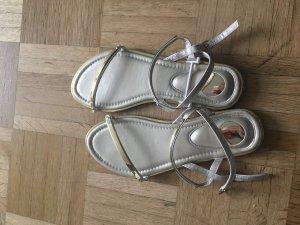 NEU und ungetragen! Goldene Sandalen in 36