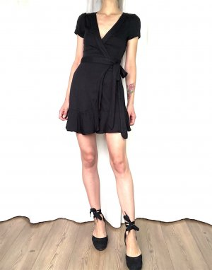 Urban Outfitters Robe portefeuille noir rayonne
