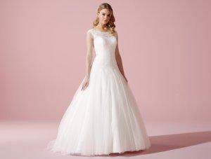 NEU: verkaufe 1 Brautkleid LILLY Größe 44 Modell 3604 in ivory mit Schleppe und hochgeschlossen