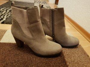 NEU Verkaufe die Stiefel mit Absatz von Tamaris Gr. 40 in beige