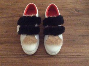 NEU: Weißer Sneaker mit Fell (Fake Fur)