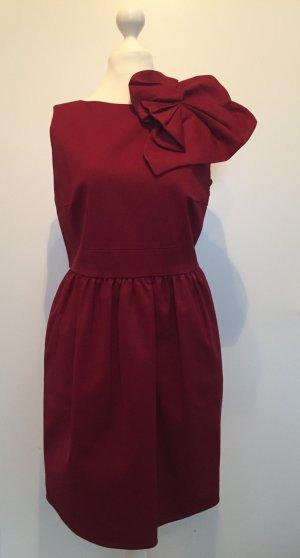 Robe de cocktail rouge foncé