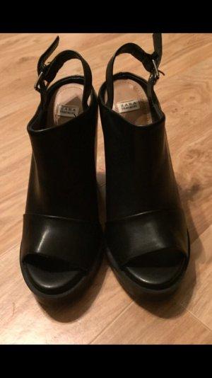 NEU:   ZARA- High Schuhe in Schwarz