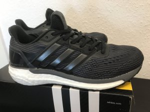 Neue Adidas Laufschuhe