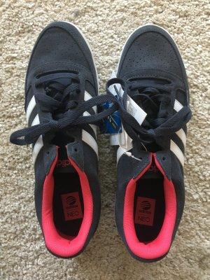 Neue Adidas Neo Sneaker