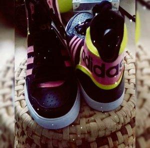 Neue Adidas Sneaker