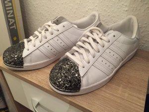 Neue Adidas Sneakers