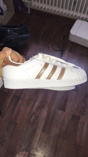 Neue Adidas Superstar Schuhe