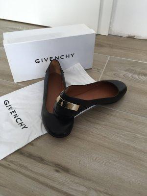 Neue Ballerina von Givenchy
