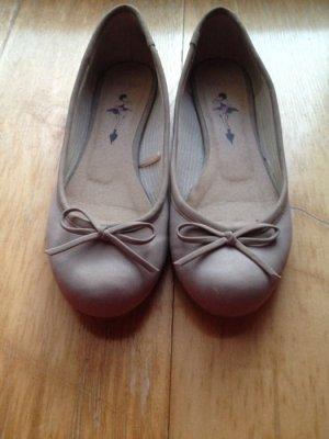 Neue beige Ballerinas