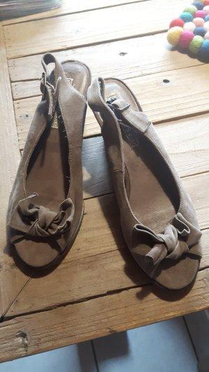 Neue beige Bufallo Pumps-Sandalen mit Stegabsatz