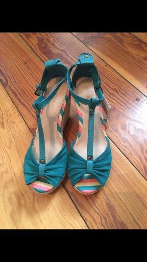 Neue Bershka Sandalen mit Keilabsatz, Größe 38