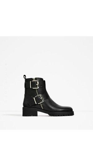 NEUE Boots / Stiefel