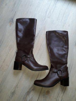 neue braune Stiefel
