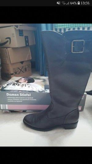 neue braune Stiefel mit warmen Innenstoff