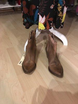 Neue braune Stiefeletten  von Nylon