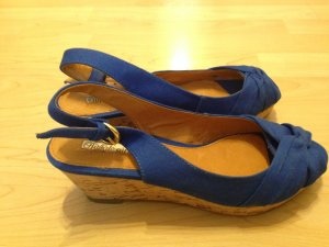 Neue Buffalo Peeptoe Wedges in blau