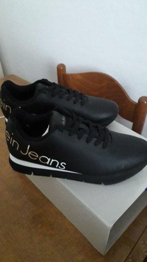 Neue Calvin Klein Schuhe