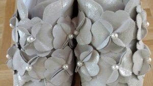 NEUE coole silberne Schuhe mit Blüten und Perlen von Gabor Gr 42